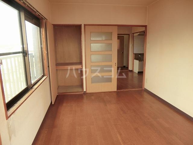 リバーパークマンション 102号室のリビング