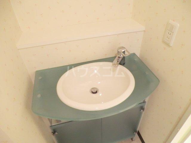 SUN CRESC 402号室の洗面所