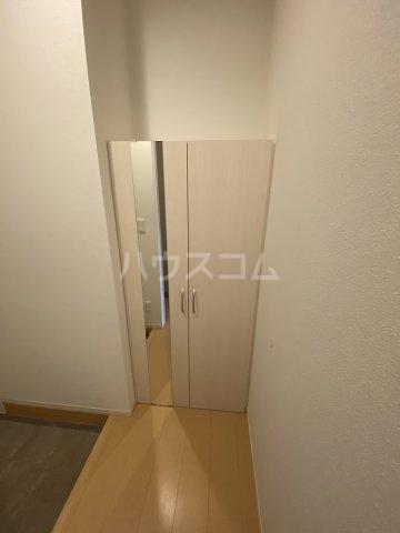 ディス・モンターニュ 102号室の玄関