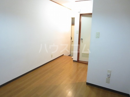 ハイツ永島 102号室のリビング