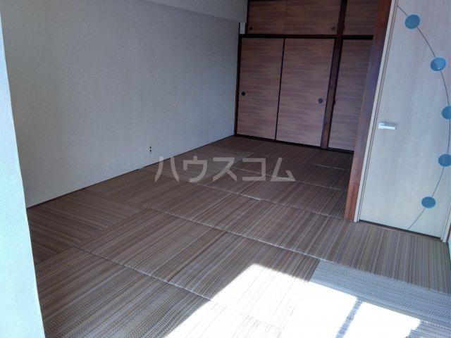 上北沢グリーンコーポ 305号室の居室