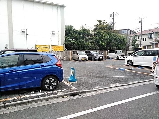 パークサイド駒沢 B-201号室の駐車場