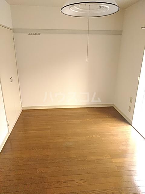 パークサイド駒沢 B-201号室のリビング