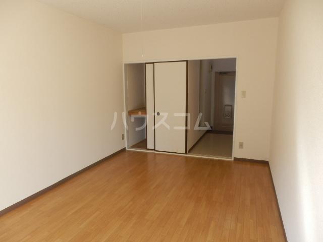 グリーンハイツ 107号室のベッドルーム