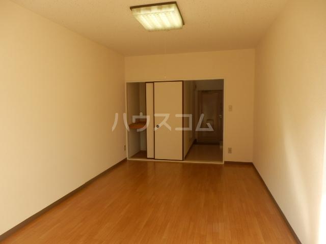 グリーンハイツ 107号室のリビング