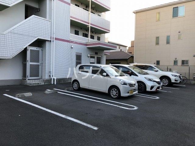 イデアーレ県立大学 101号室の駐車場