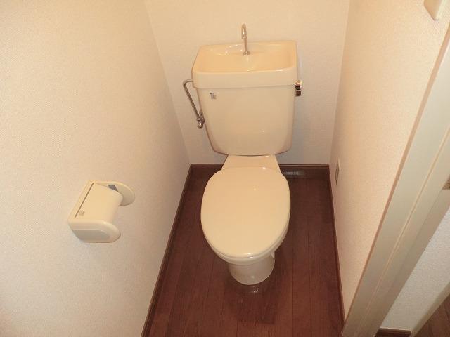 Pear House 105号室のトイレ