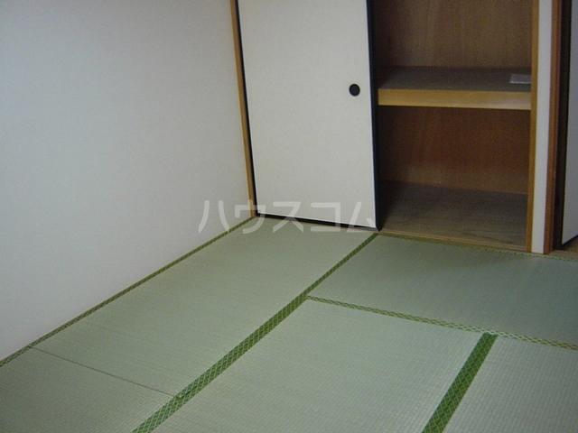 サープラスⅡ曙 201号室の居室