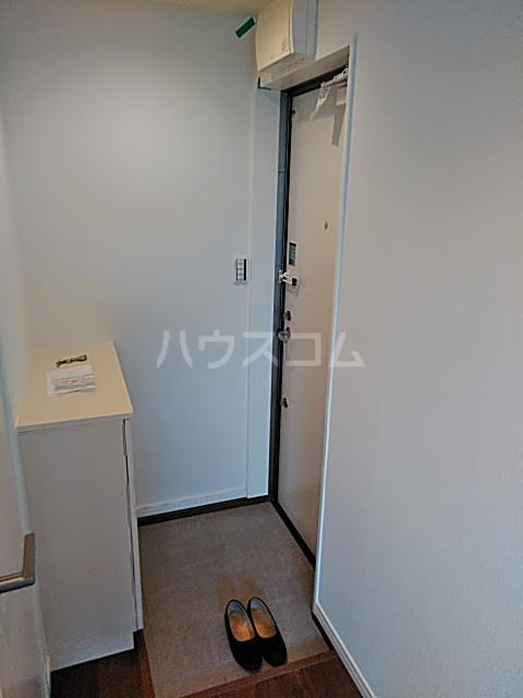プラージュ鶴間 204号室の玄関