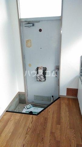 第二金子荘 101号室の玄関