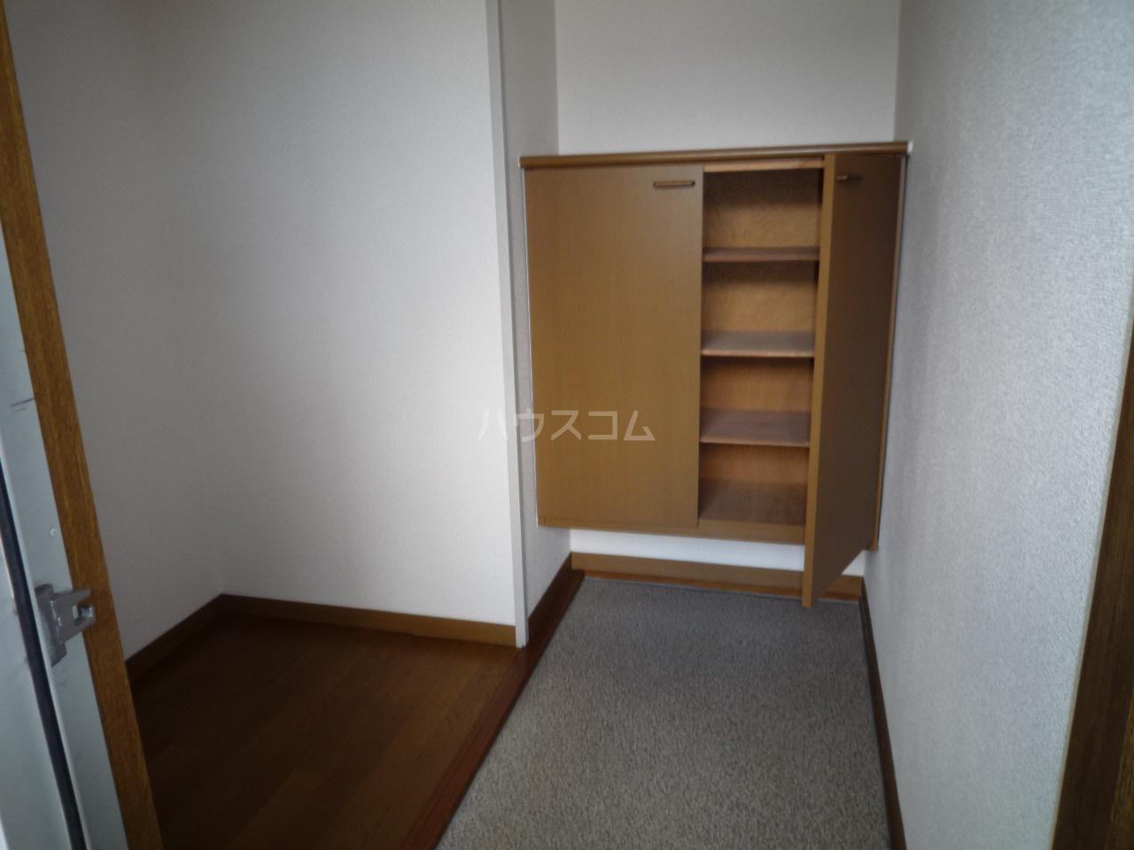 セジュール二本木A 203号室の玄関