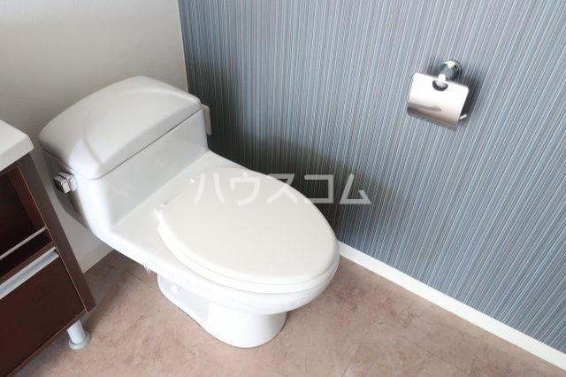 ブリリアントアパートメント伝馬 101号室のトイレ