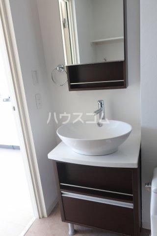 ブリリアントアパートメント伝馬 101号室の洗面所