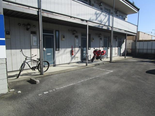 シティーハイツスイセン 102号室の駐車場