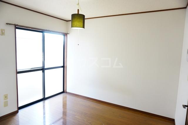 シティーハイツスイセン 207号室の居室