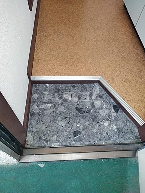 西町ハイツ1 202号室の玄関