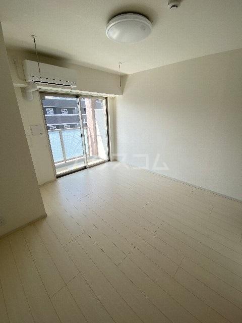 リブリ・アースビル 702号室の居室