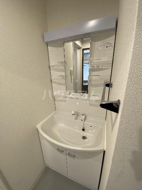 リブリ・アースビル 702号室の洗面所