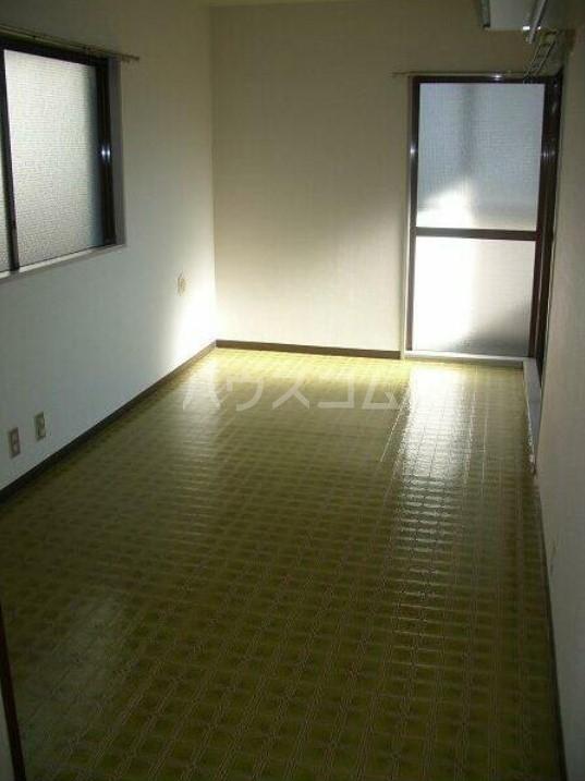 メゾン・ド・エポール 208号室の居室