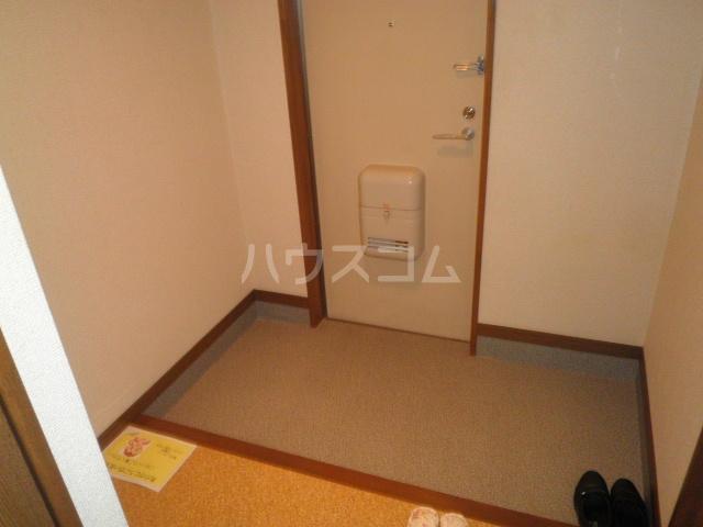 サープラス石塚A 201号室の玄関