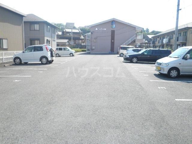 サープラス石塚A 201号室の駐車場