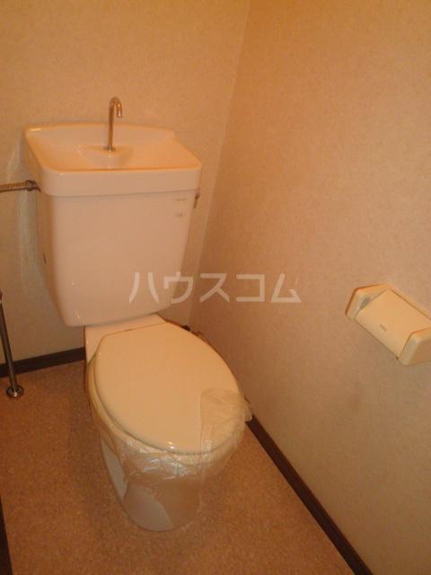 サープラス石塚A 201号室のトイレ