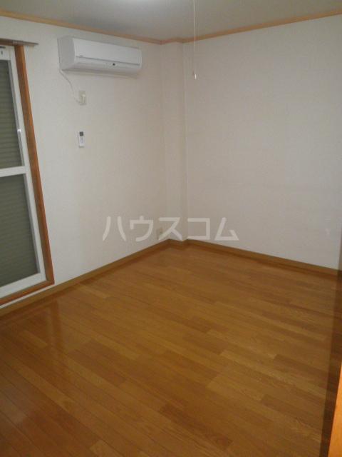 サープラス石塚A 201号室のベッドルーム