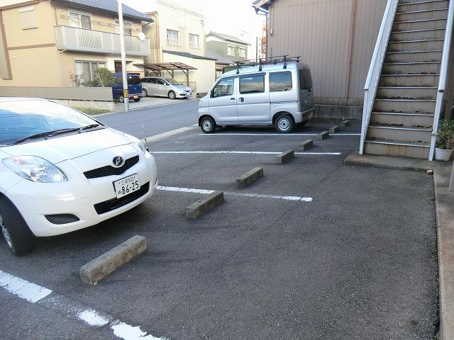 メゾンマルイシ 201号室の駐車場