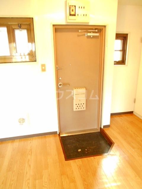 ハウスメモリアルⅠ 101号室の玄関