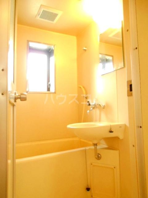 ハウスメモリアルⅠ 101号室の風呂