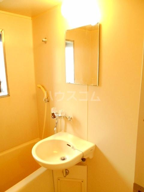 ハウスメモリアルⅠ 101号室の洗面所