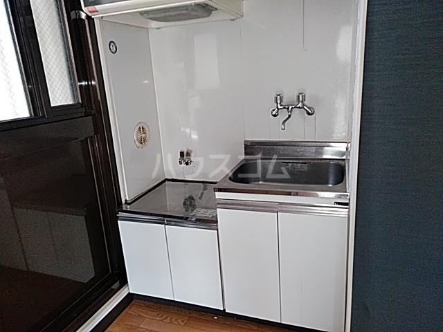 ハウスメモリアルⅠ 103号室のキッチン