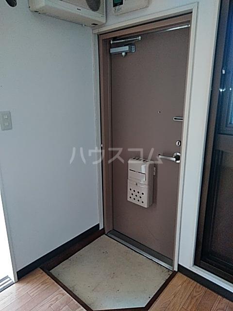 ハウスメモリアルⅠ 103号室の玄関