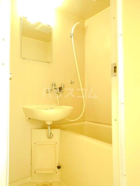 ハウスメモリアルⅠ 201号室の風呂