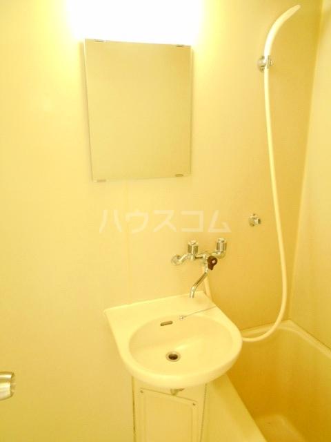 ハウスメモリアルⅠ 201号室の洗面所
