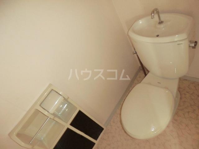ファミールかごたA 201号室のトイレ