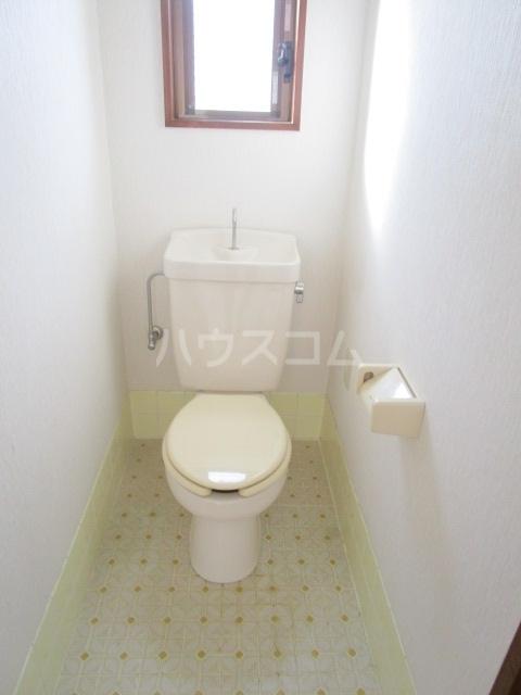 サンフィールド・トウマ 201号室のトイレ