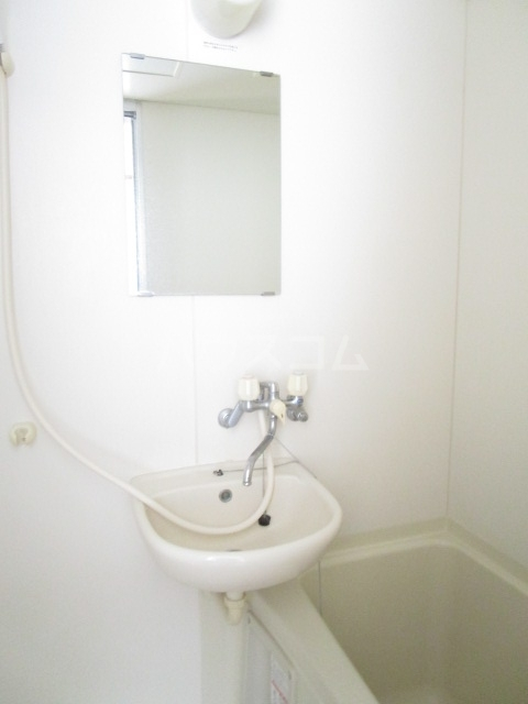 サンフィールド・トウマ 201号室の洗面所
