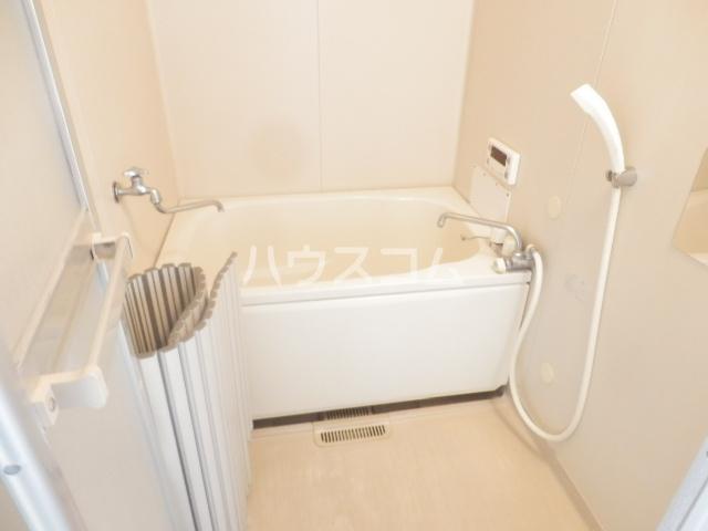 ユーカリコーポB 201号室の風呂