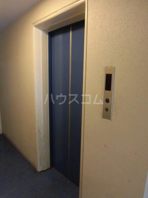 ブルネンハイム 405号室の玄関