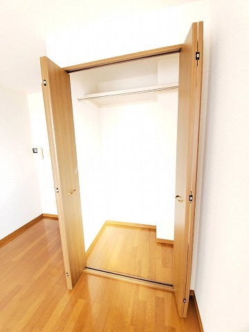 スカイパレス山之手 102号室の玄関