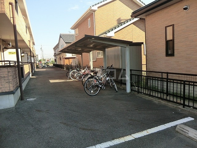 ファミーユ中山 203号室の駐車場