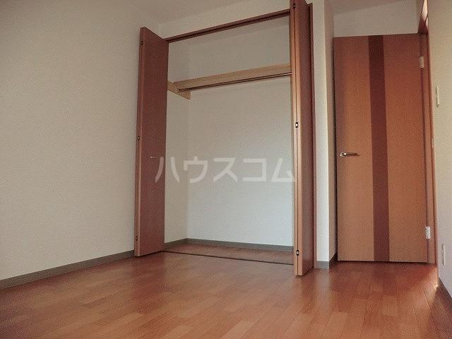 ファミーユ中山 203号室のリビング