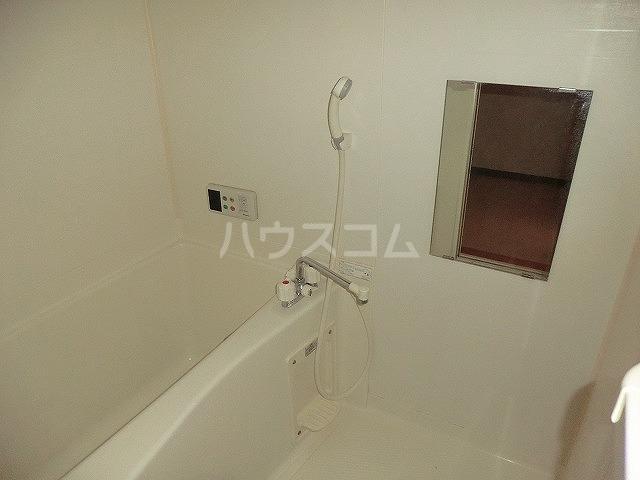 ファミーユ中山 203号室の風呂