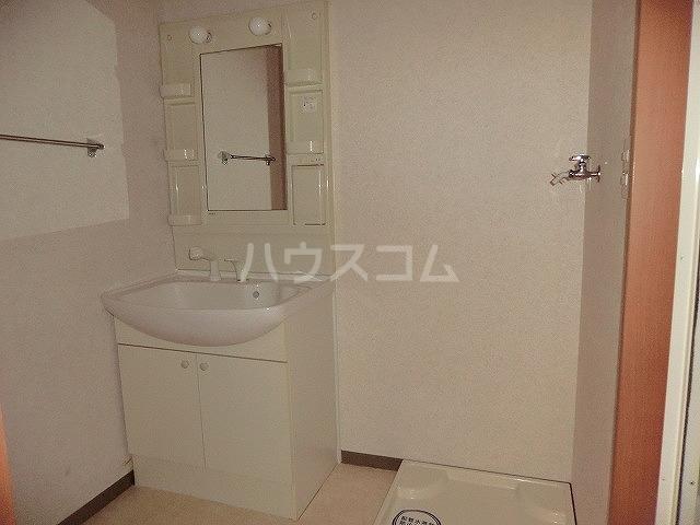 ファミーユ中山 203号室の洗面所