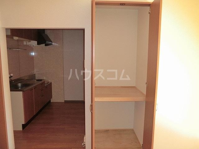 ファミーユ中山 203号室の収納