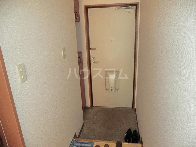 ファミーユ中山 203号室の玄関