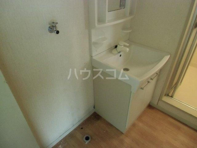 KKハイツ 102号室の洗面所