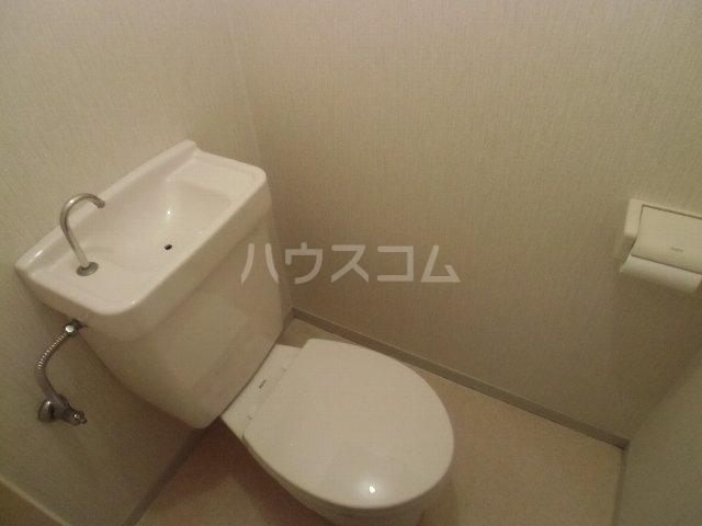 KKハイツ 102号室のトイレ