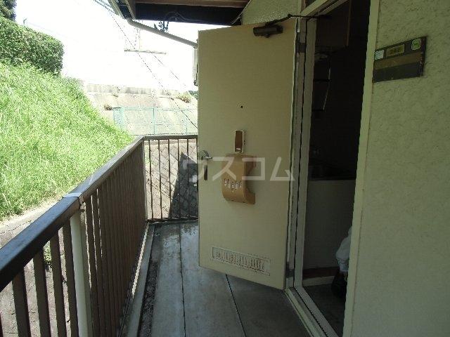KKハイツ 102号室の玄関